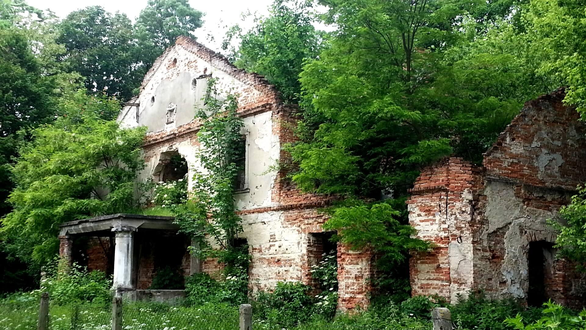 Ruiny dworu Łubieńskich